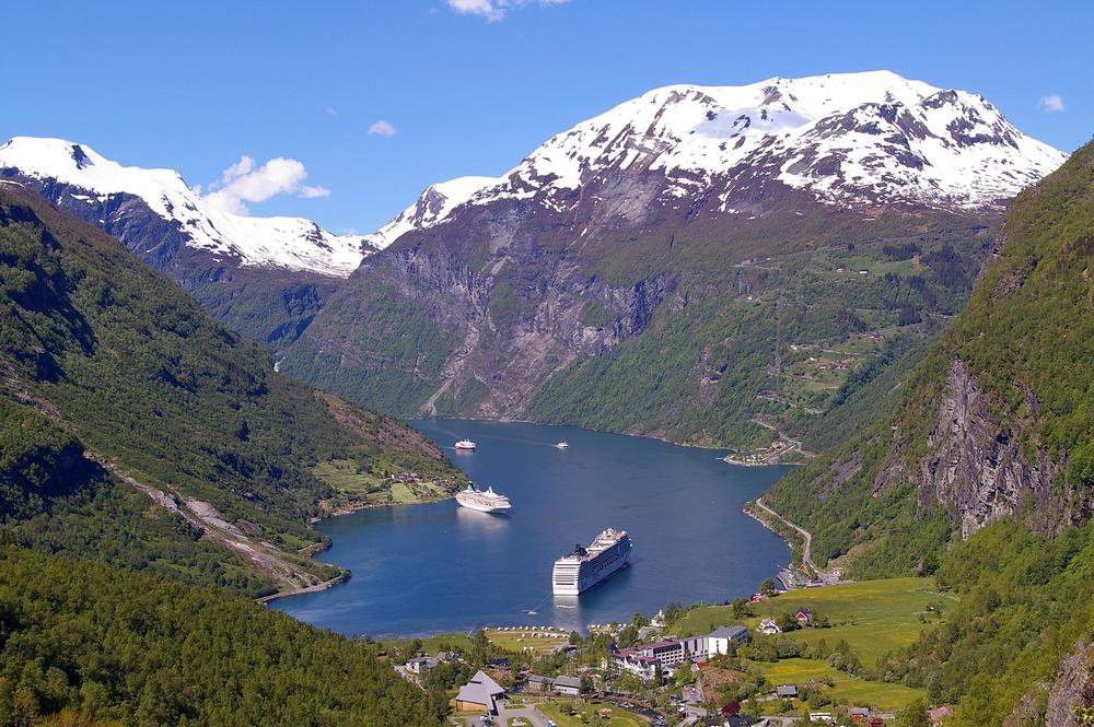 fjord-915151_1920.jpg