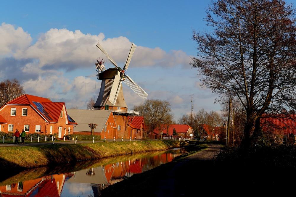windmill-271496_1920.jpg