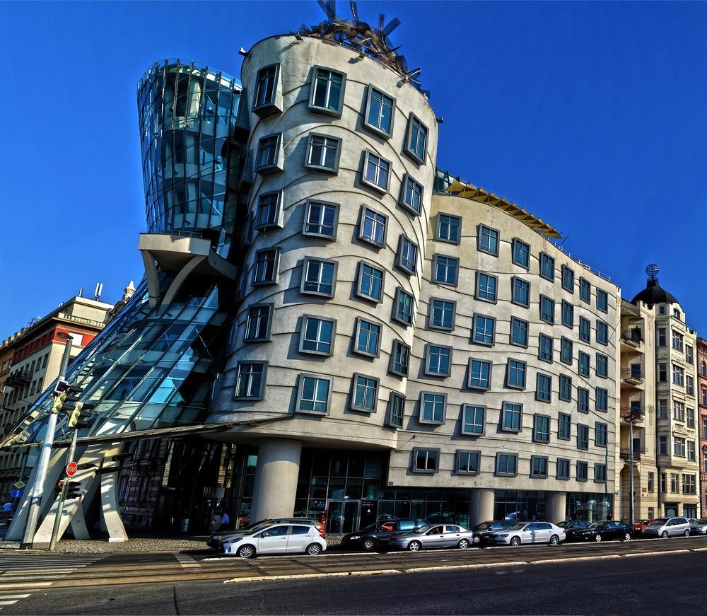 building-922531_1920.jpg
