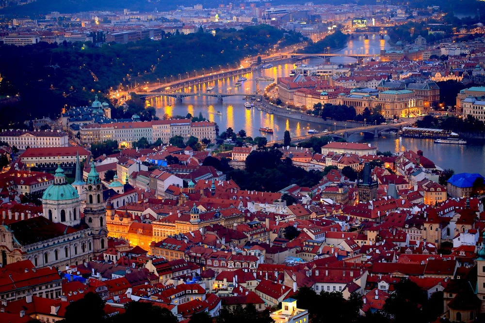 prague-night-689897_1920.jpg