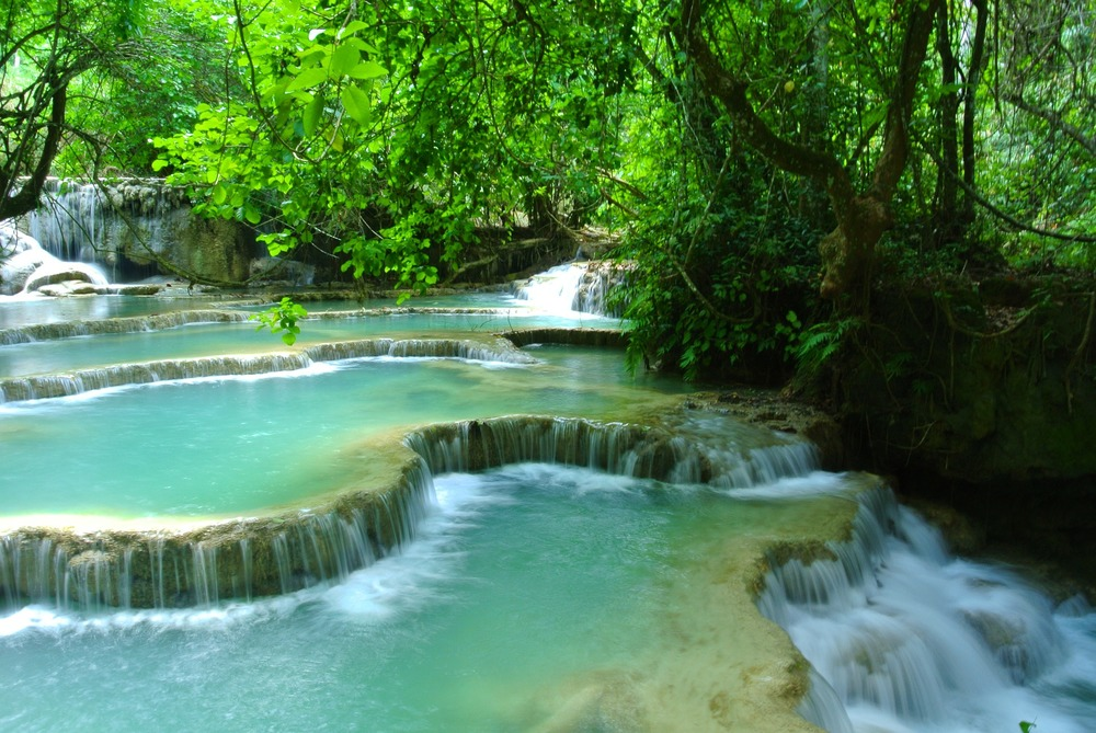 waterfall-272654_1920.jpg