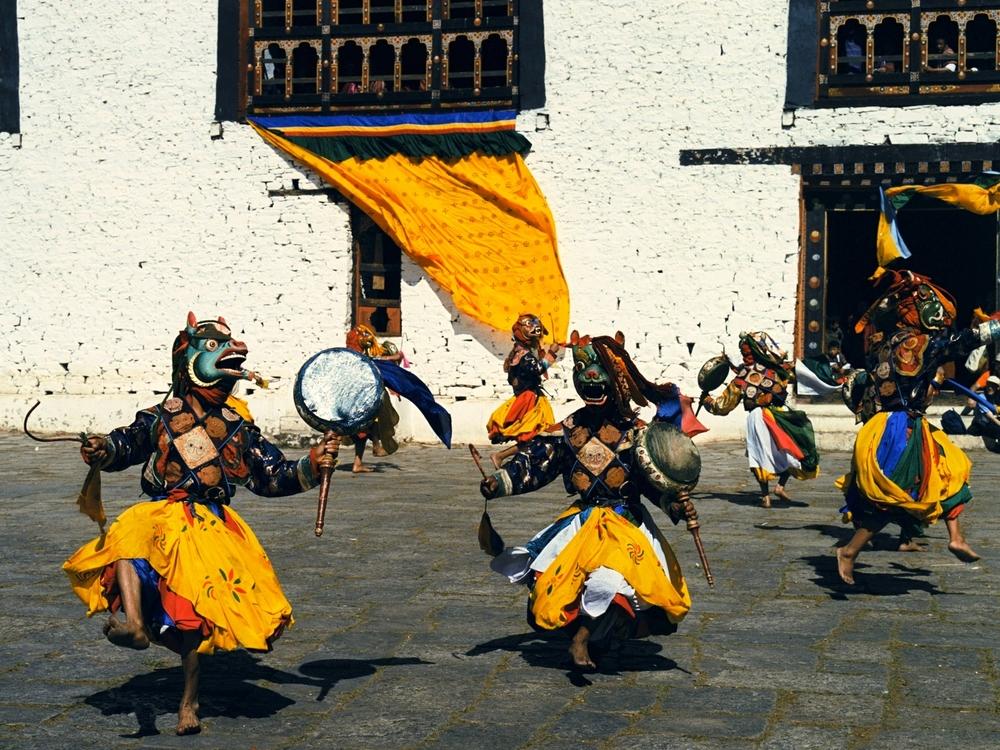 44080467-H1-Festival_dancers2.jpg