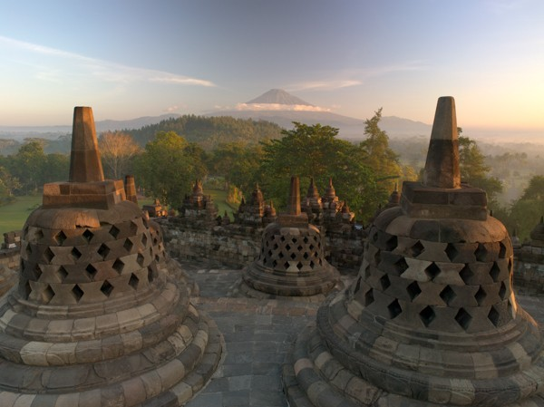 borobudur_at_sunrise_3_1400x600_0.jpg