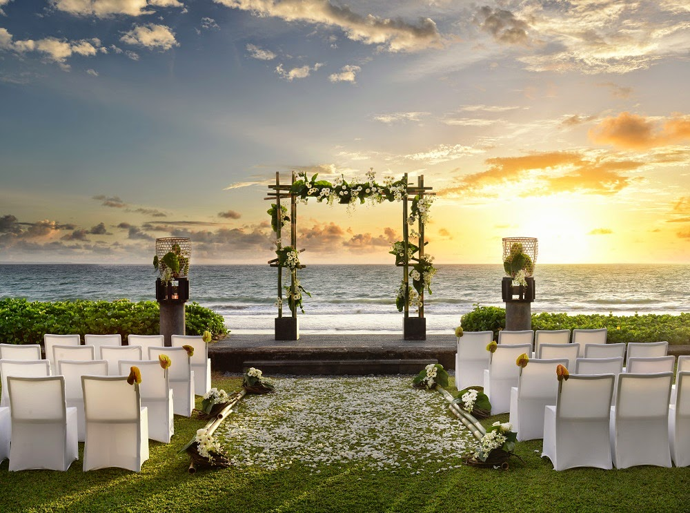 Wedding at the Beach W Reatreat & Spa Seminyak Bali - Deuxshionist Luxury Fashion & Lifestyle Bridestory.jpg