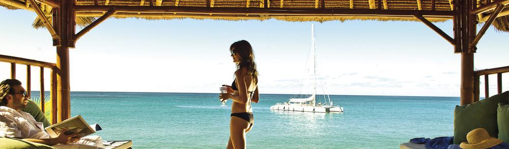omar_1366x400_guest_area_beach_cabana01.jpg