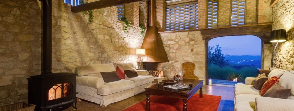 Tuscany-villas-SanBarberino-LivRm.jpg
