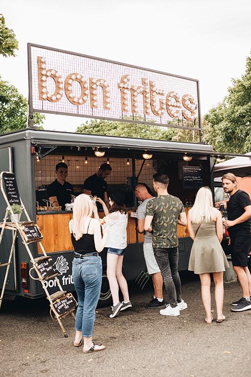 Street Food Festival Food Anbieter Stand Foto Bon Frites.jpg