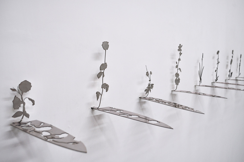 Shay Arick, Uprising Knives Series, Prototype of a knife inscribed with Israeli-Palestinian flower, 2016.