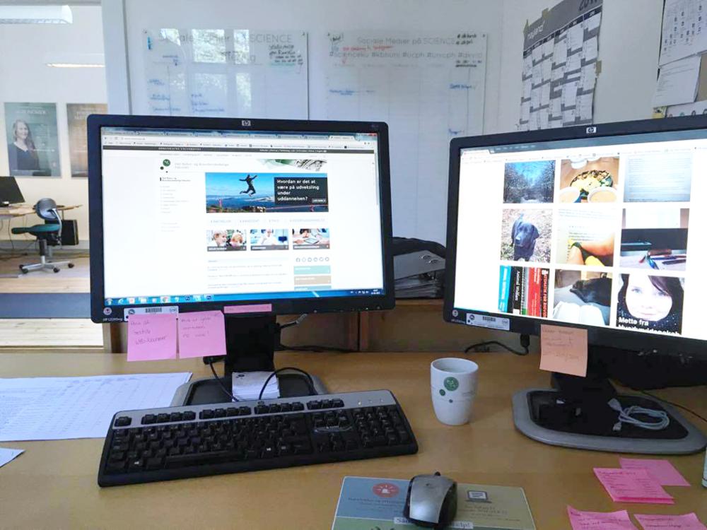 Billede af min plads på Webkontoret.