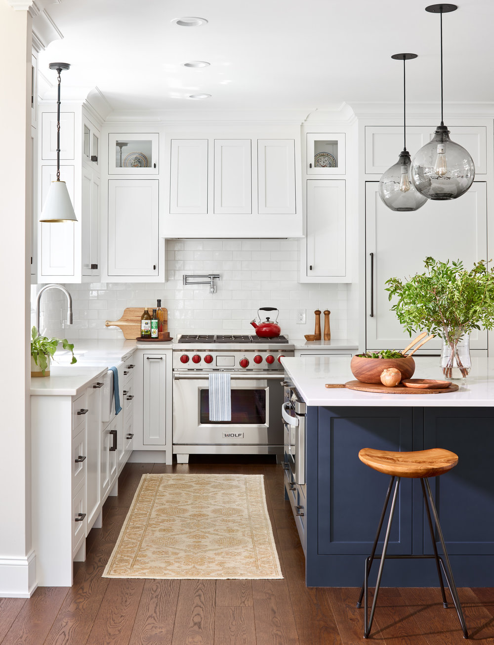 PinneyDesigns_UpweyWellesley_KitchenIsle_Final_SMALL copy.jpg