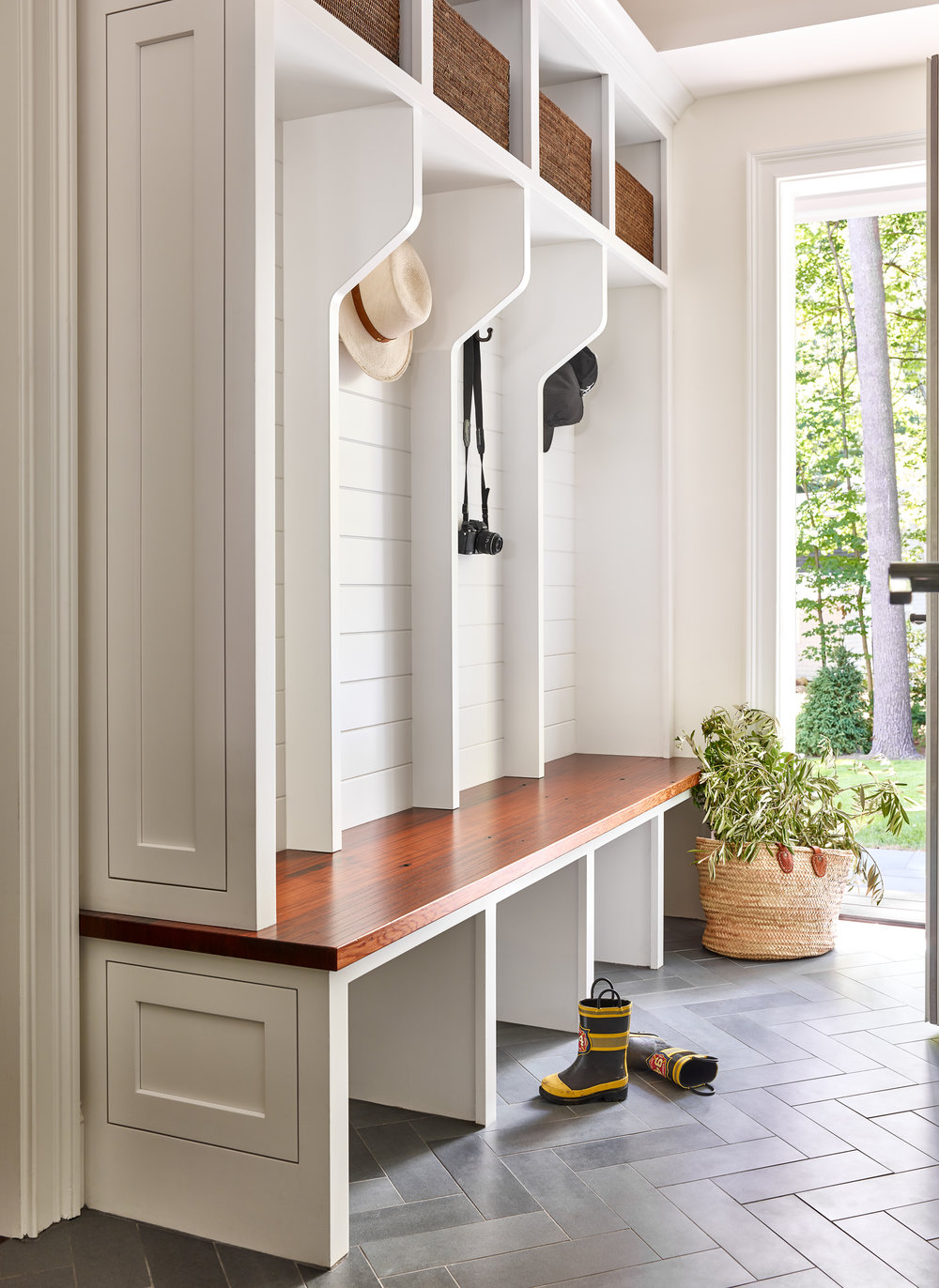 PinneyDesigns_UpweyWellesley_MudRoom_Final_SMALL copy.jpg