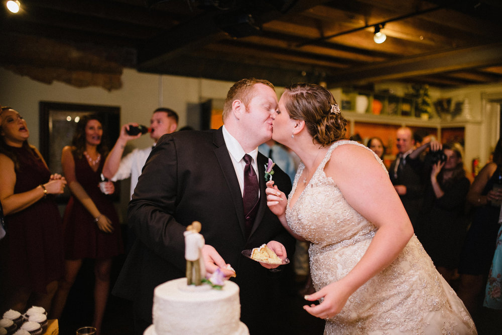 cut-the-cake-wedding.jpg