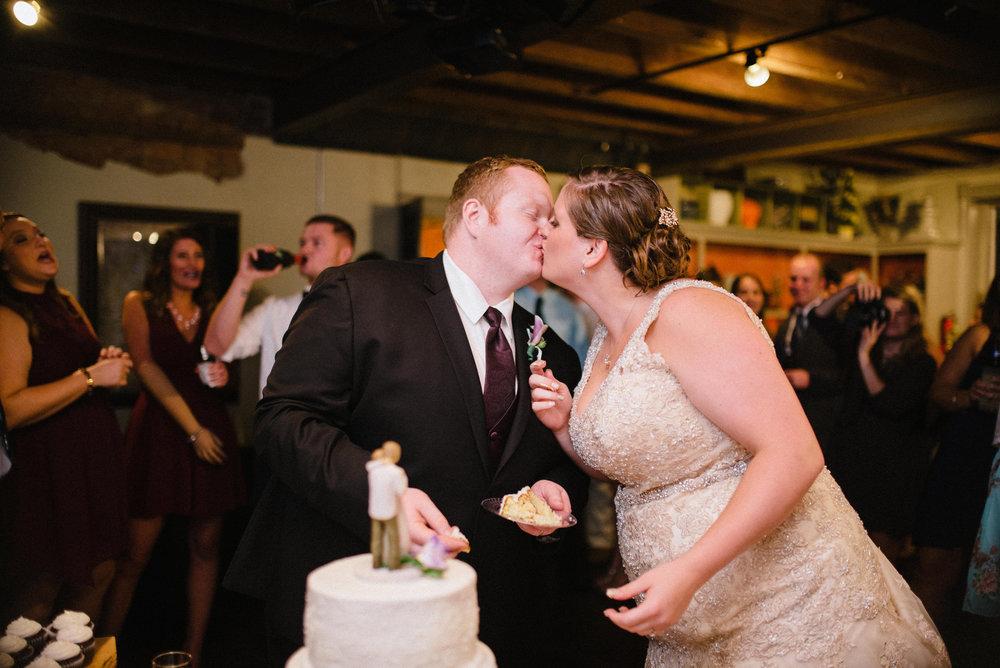cut-the-cake-wedding.jpg