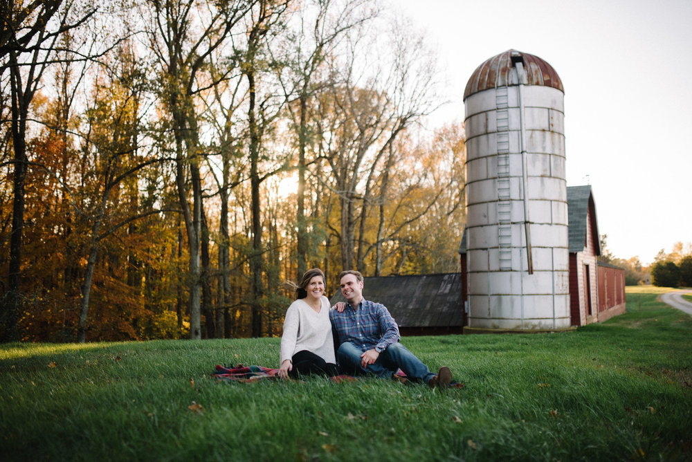 engagement-session-barn.jpg