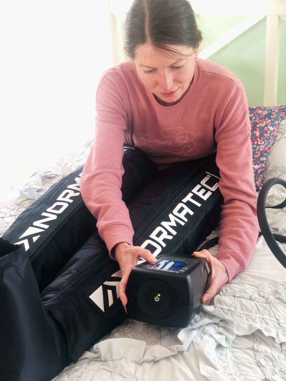 Besides being quite easy to use, NormaTec boots also offer a surprisingly personalized experience: you can adjust settings and zones to meet your preferences.