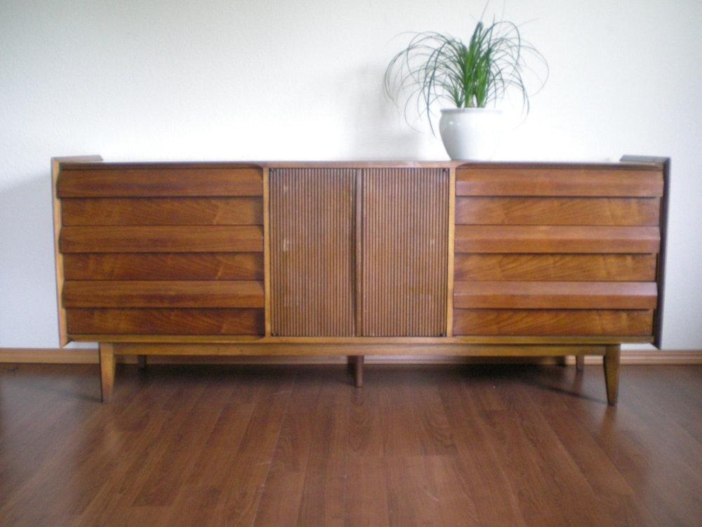 Wonderful Vintage Mid Century Modern Lane First Edition 9 Drawer Dresser With  Optional Mirror.
