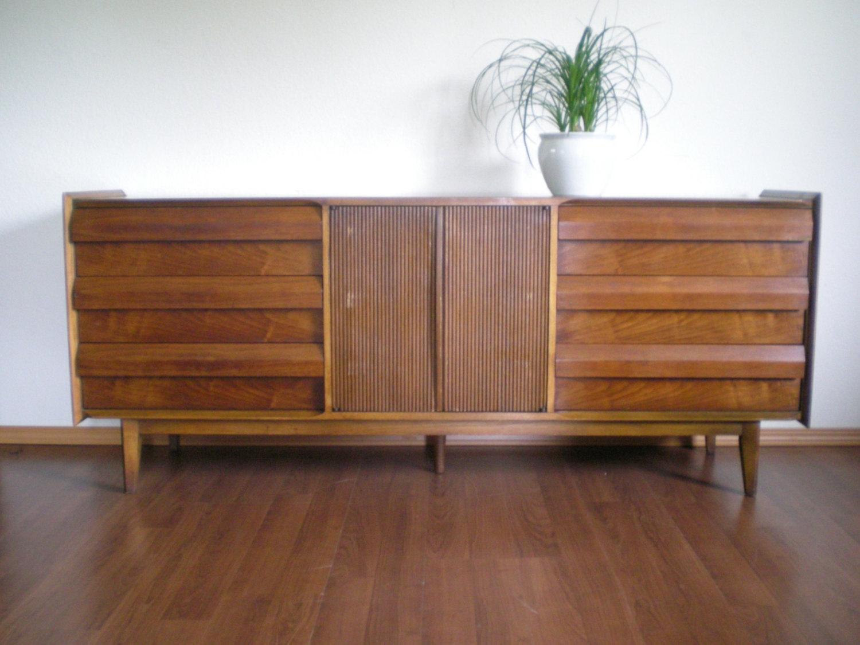 Vintage Mid Century Modern Lane First Edition 9 Drawer Dresser With  Optional Mirror.