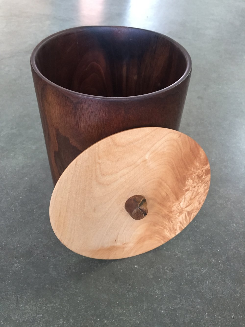 WALNUT VESSEL W/ MAPLE LID