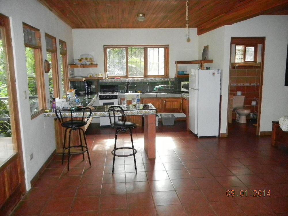 Eden Atenas_kitchen1.JPG