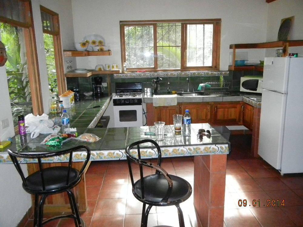 Eden Atenas_kitchen2.JPG