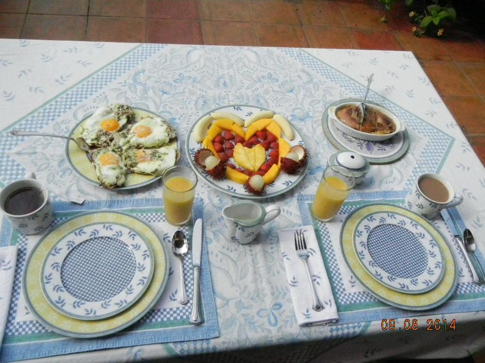Breakfast 9.8.14.JPG