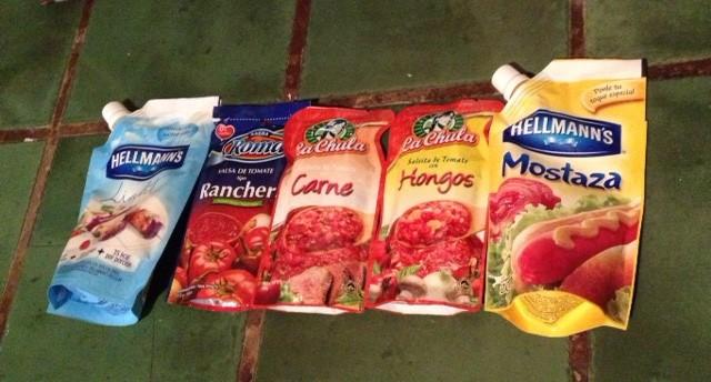 Mayonnaise , Ranchero sauce,Carne (meat) sauce,Hongos (mushroom) sauce, mustard.