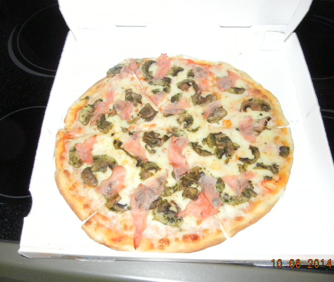 Ham & Mushroom Pizza, Bella Italia - size Medium