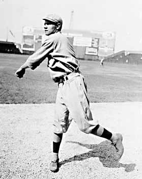 Babe_Ruth_pitching-1914 (1).jpg