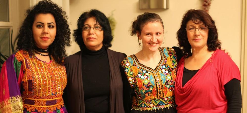 Nadjilah Borani, Storay Kareghar,  Inge Melchior en Parwin zamani  Bestuursleden Stichting Aainda Schoolmateriaal voor Afghaanse meisjes.