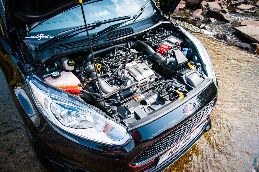 State of the art 3 cyl 1.0 turbo ecoboost engine, produces 125bhp in the Fiesta Zetec S trim