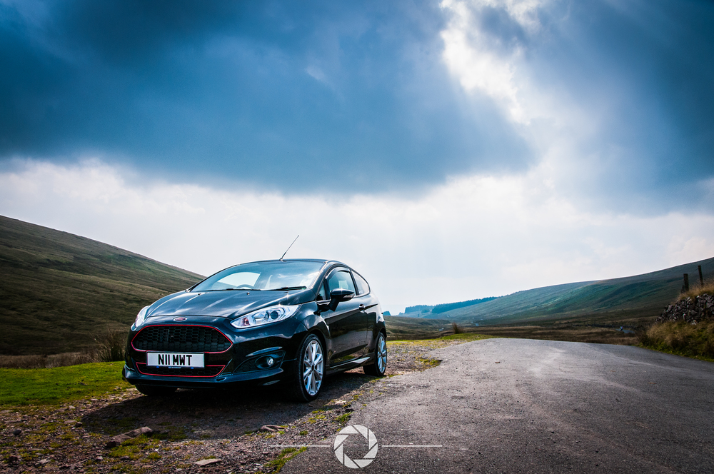Moody skies, light rays and a beautiful view, this fiesta has one hell of a backdrop