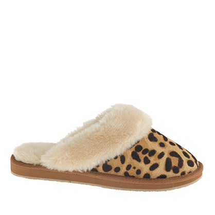 I saw these in J.Crew a few weeks ago, and fell in love. I love a good leopard print, always, and leopard+warmth=cuteness!