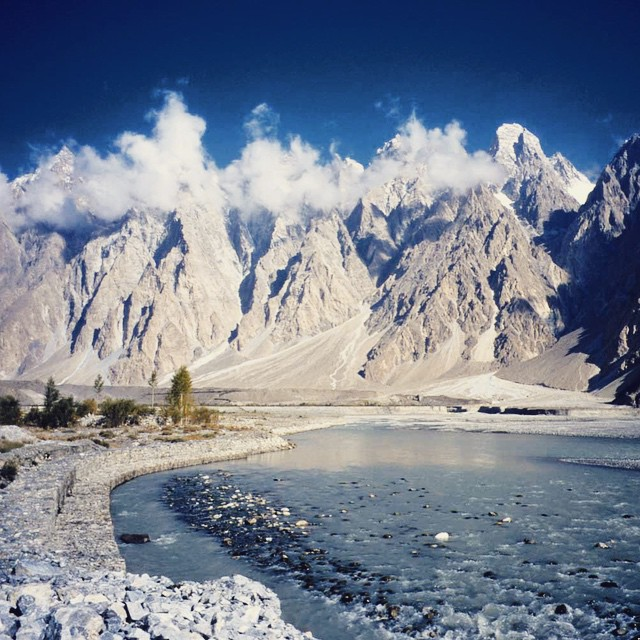 The Hunza River flowing next to the Karakoram Highway #beautiful #nature #river #mountains #scenic