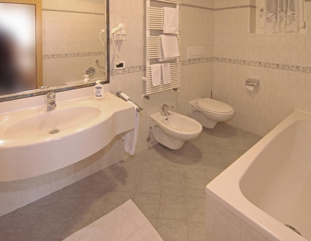 Badezimmer 1.jpg