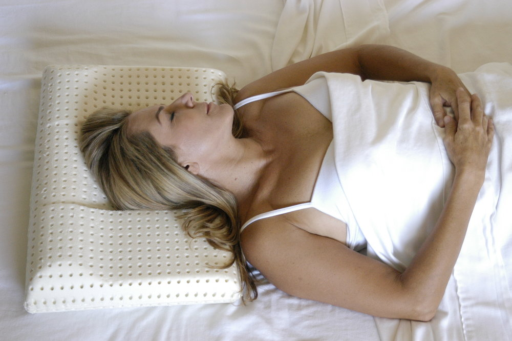 Benefits of Back-Sleeping  The Back-to-Sleep Pillow provides the ultimate comfort for back-sleeping, while at the same time helping to reduce wrinkles by encouraging you to sleep on your back throughout the entire night