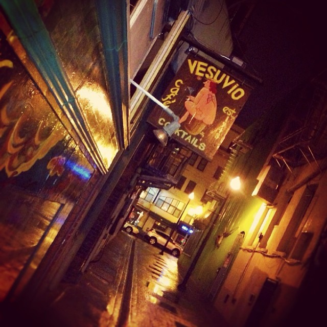 The alleyway. #sf #northbeach #vesuvio