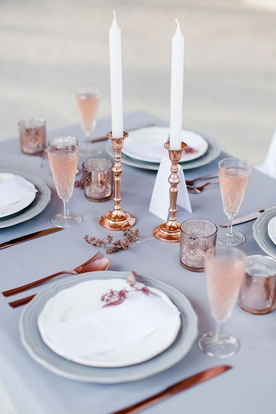 TABLE TOP - I love this rustic rose gold table setting!