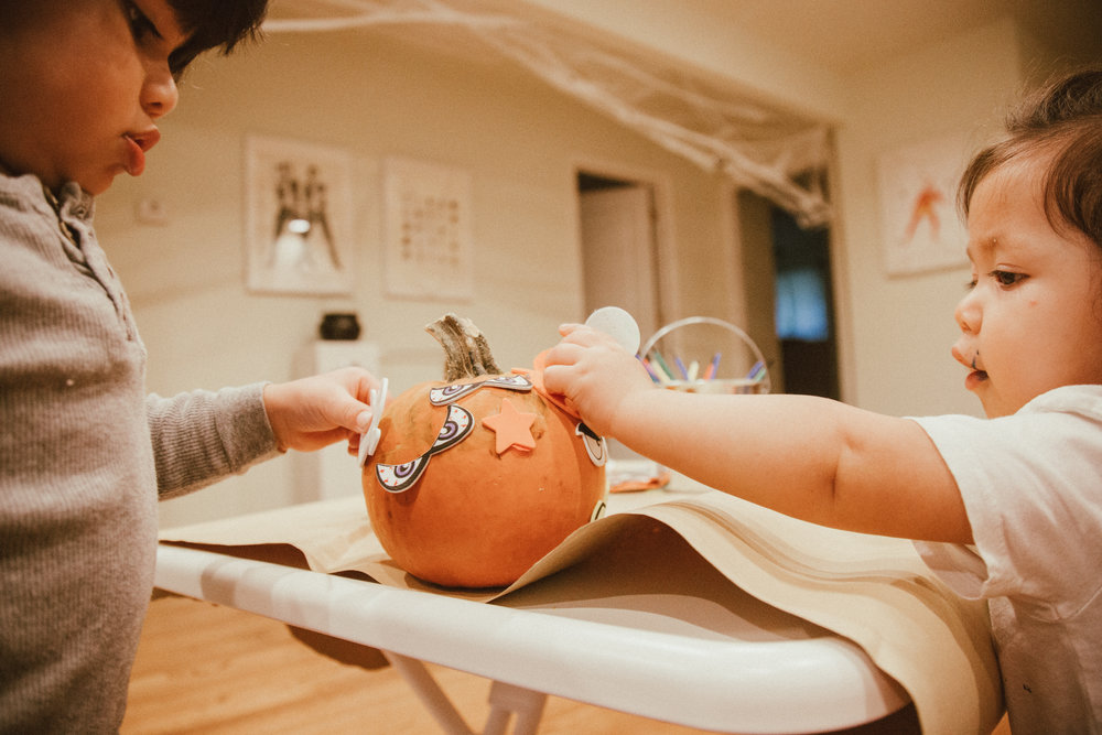 DecoratingPumpkins-3.jpg