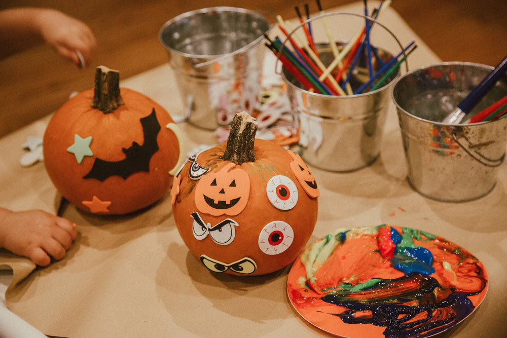 DecoratingPumpkins.jpg