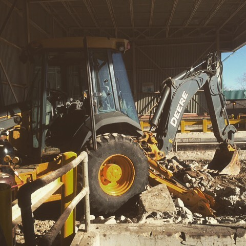 In the thick of it #deere#backhoe#contructionlife#petrie#wmpetrie#family#workhardplayhard#onthejob