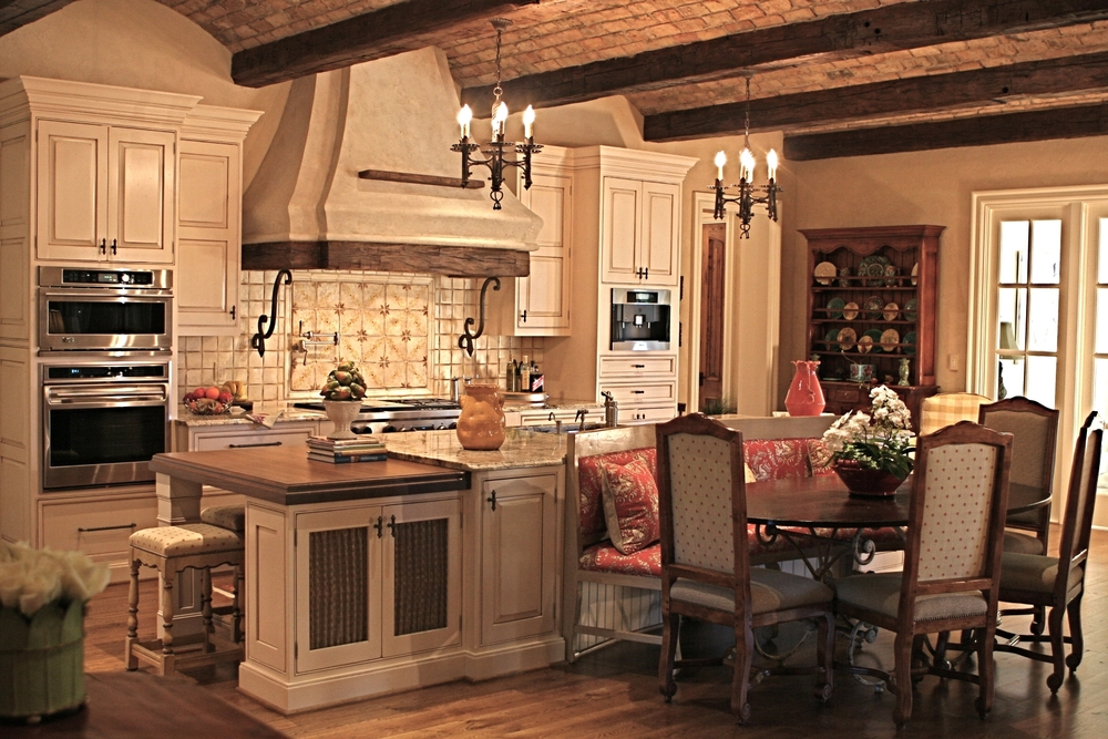 Gibson Kitchen with table.JPG