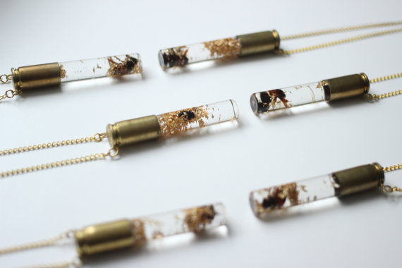 Midweek Links #26: Honeybee and Gold Flake Vial Necklace | mysticsister.net