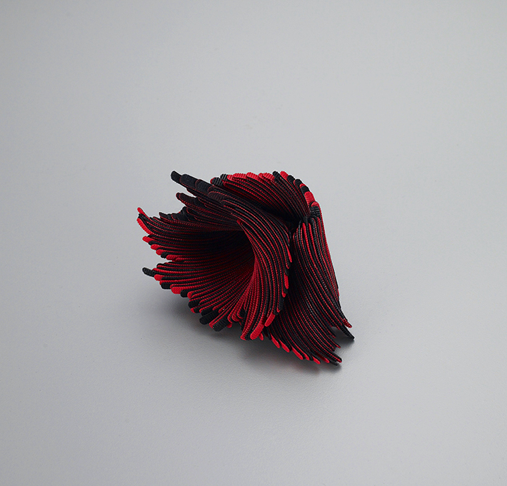 04.yongjookim_brooch_72 small.jpg