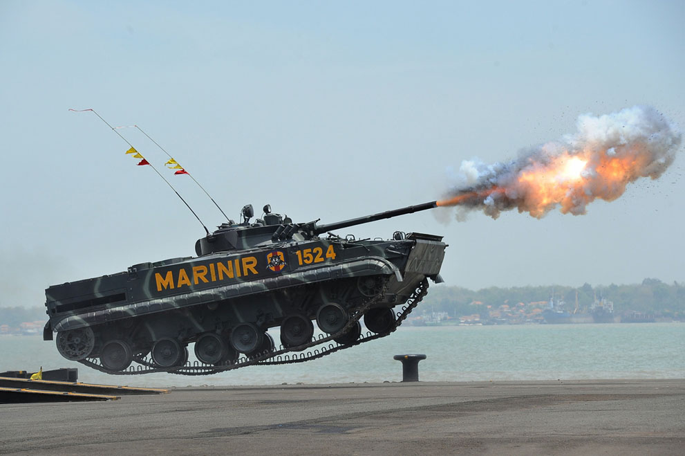 An Indonesian Marine tank fires in mid-air during The 69th Republic of Indonesian Military Anniversary on October 7, 2014 in Surabaya, Indonesia. (Robertus Pudyanto/Getty Images)