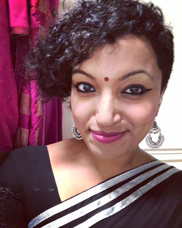 Backstage, ready to play with my @bollywoodblvdshow fam, for a crazy film living and loving crowd, that's come to see us regardless of the rain and storm! So so excited to play my first show at the majestic @longwoodgardens theatre stage tonight! PHILLY, we will see you in just under an hour 🤘🏾#musicianlife #desigirl #indiansinger #bollywoodforever #sareenotsorry