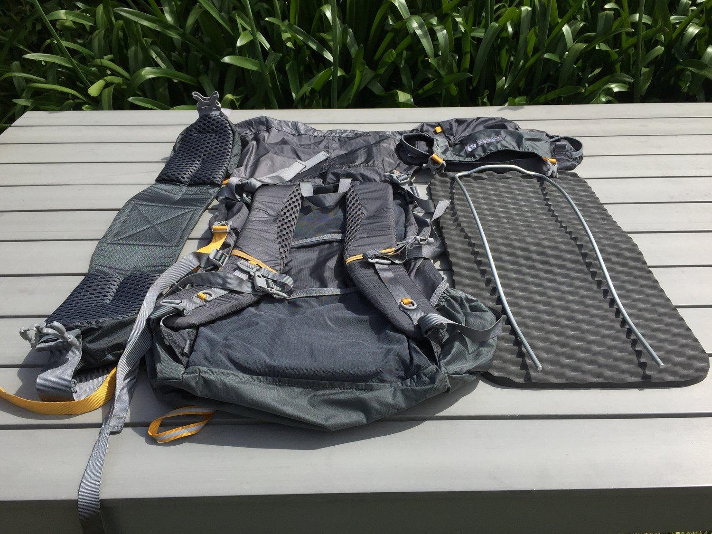 Deconstructed Pack Gossamer Gear Gorilla 40 IMG 6063.JPG 1dbfb10a1eb7b