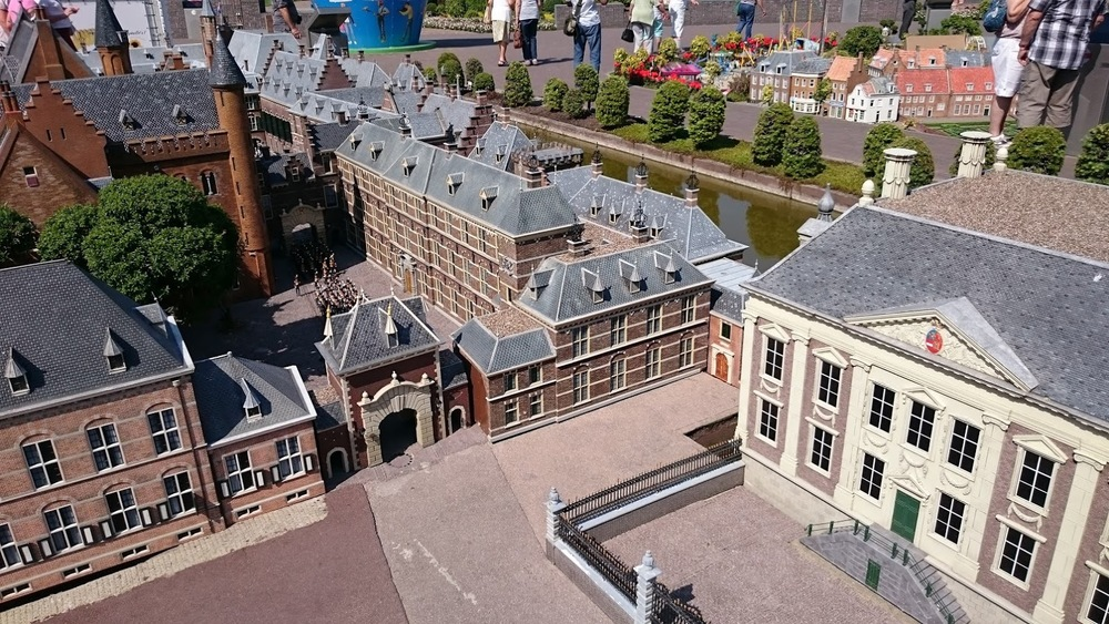 Den Haag (The Hague): The Binnenhof parliament buildings and the Mauritshuis Museum