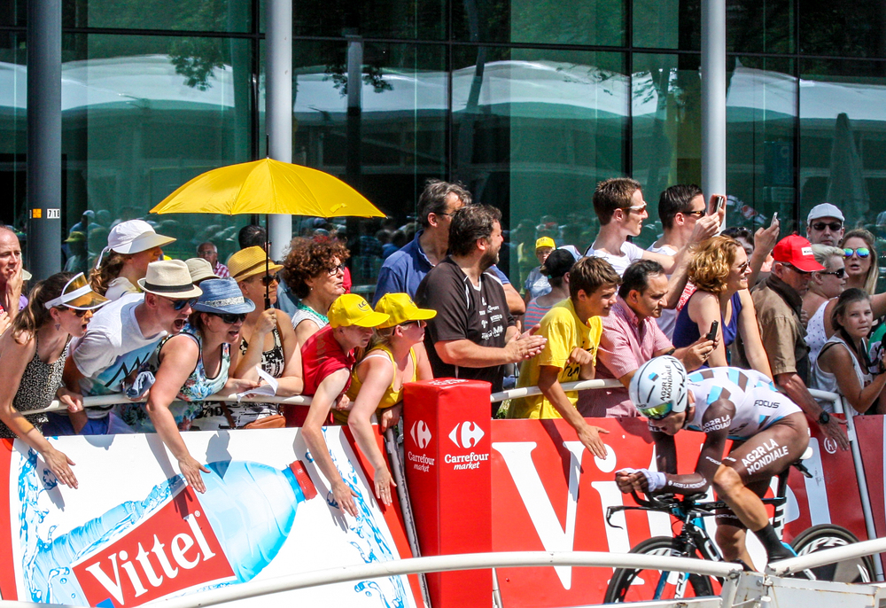 The crowds along the wall made lots of noise! it was really fun, but looked like a lot of work for the pro cyclists in the heat of the day. That woman with the umbrella has the right idea!
