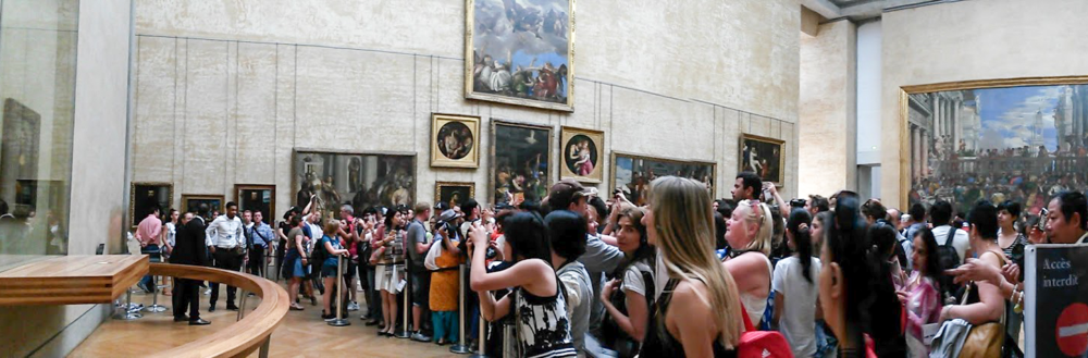 Musée du Louvre - view of the Mona Lisa