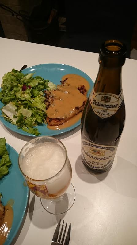 Schnitzel with pepper sauce, sweet salad and a German beer